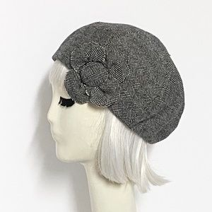 Wool beret flower